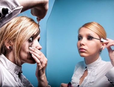 Så här undviker du problem med applicering av mascara